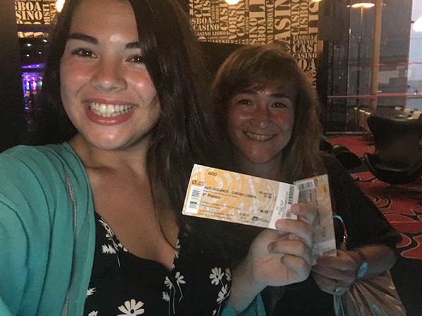 Catarina Vieira, vencedora do Passatempo 100 mil amigos no Instagram - bilhete para a peça GOD, com Joaquim Monchique