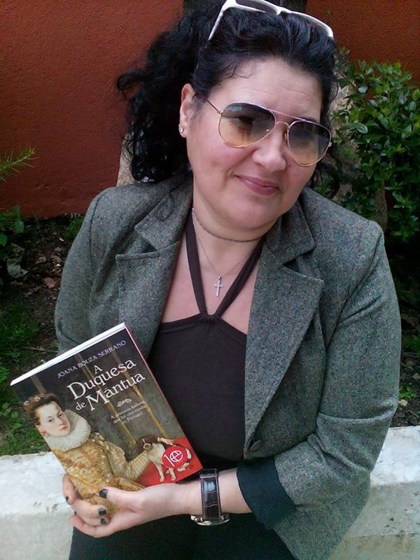 """Graça Pessoa, vencedora do Passatempo 3 livros """"A Duquesa de Mântua"""", de Joana Bouza Serrano"""