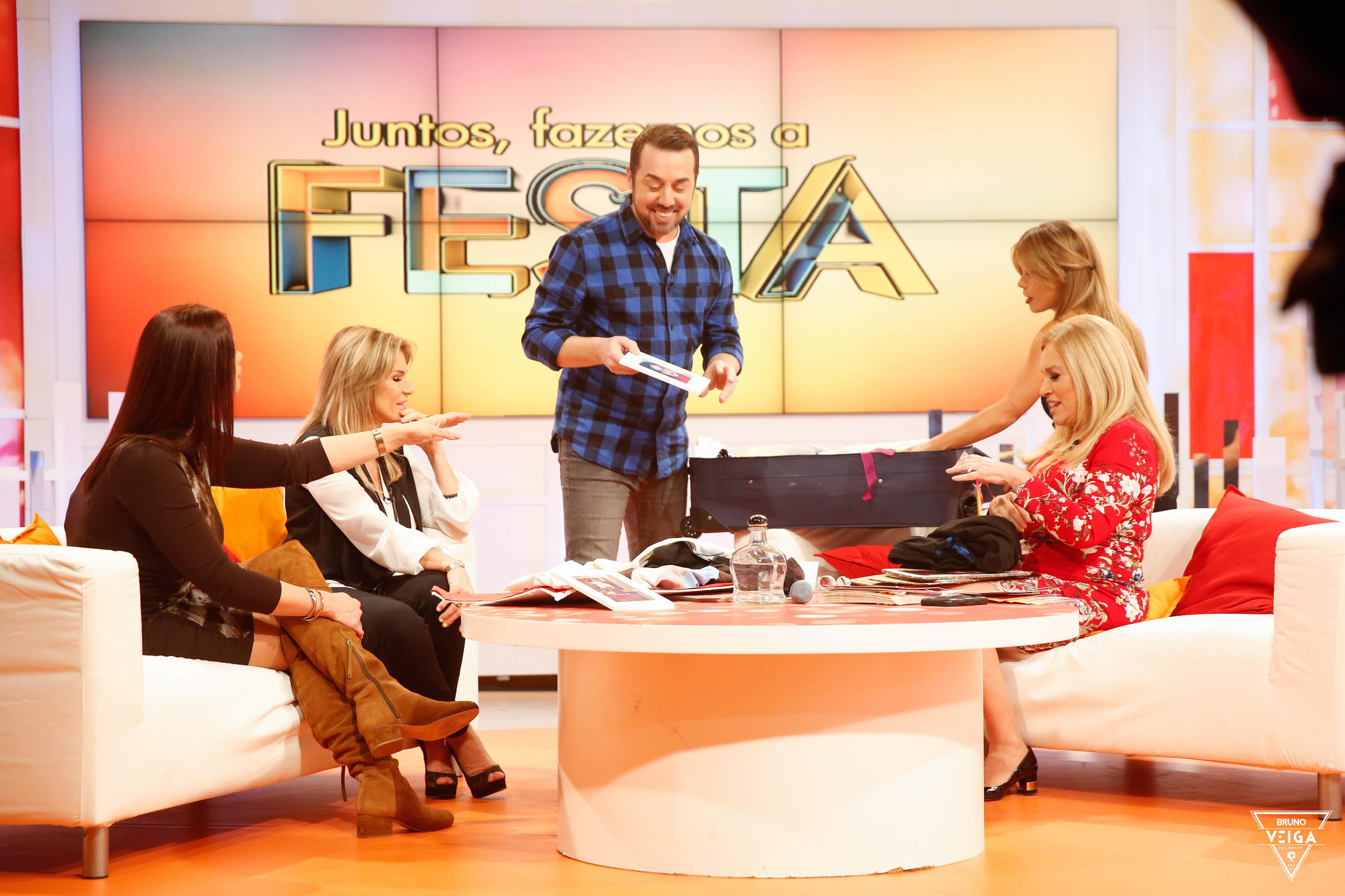 Teresa Guilherme nos bastidores da televisão - a conversar com a Cinha Jardim, o Flávio Furtadom a Gisela Serrano e a minha doce Belinha