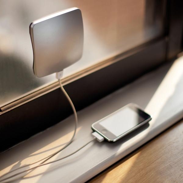 Invenções Geniais que Facilitam a Vida - Carregador Solar para Telemóveis