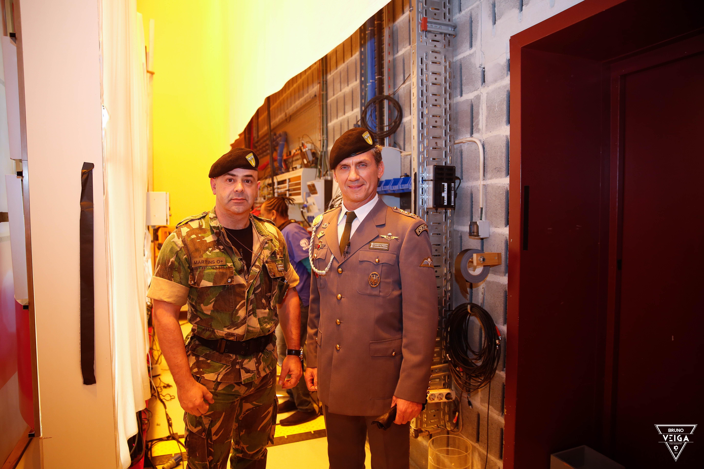 Teresa Guilherme nos bastidores da televisão - O Comandante Moutinho e o Tenente Martins da 1ª Companhia