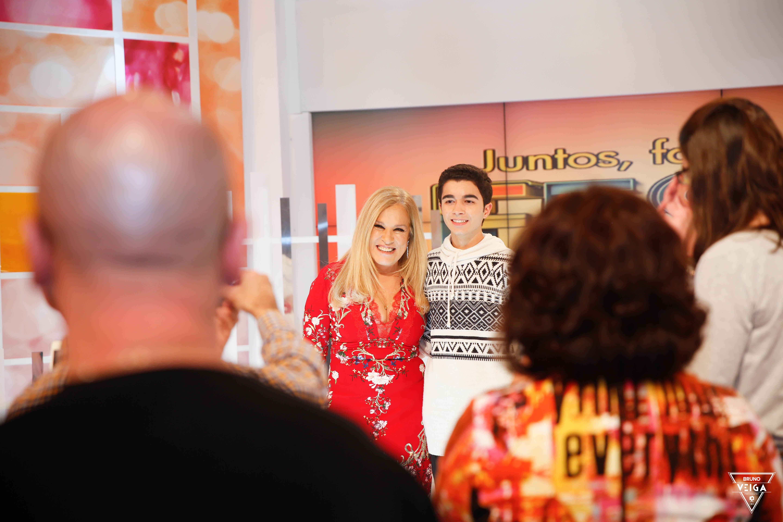 Teresa Guilherme nos bastidores da televisão - com os fãs em estúdio