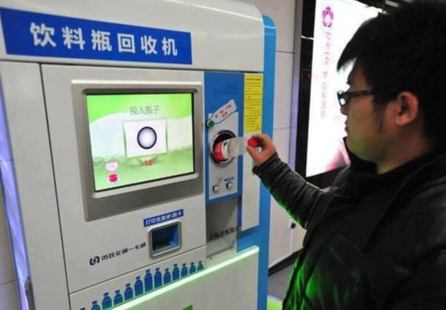 Invenções Geniais que Facilitam a Vida - Sistema que Permite Pagar Viagens de Metro com Garrafas Vazias