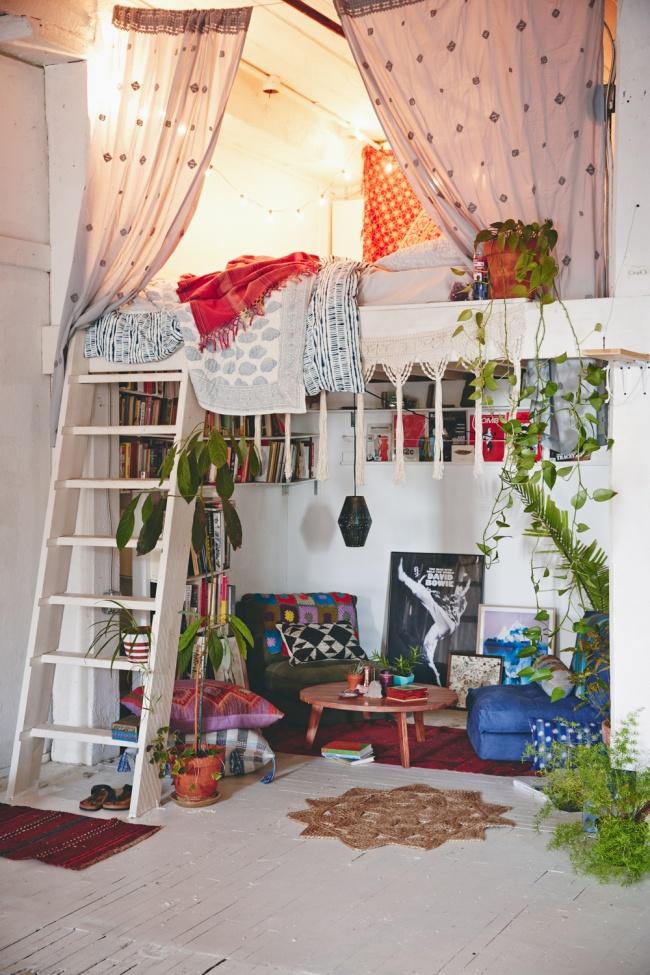 Ideias para espaços pequenos - refúgio de leitura, cama sobre-elevada