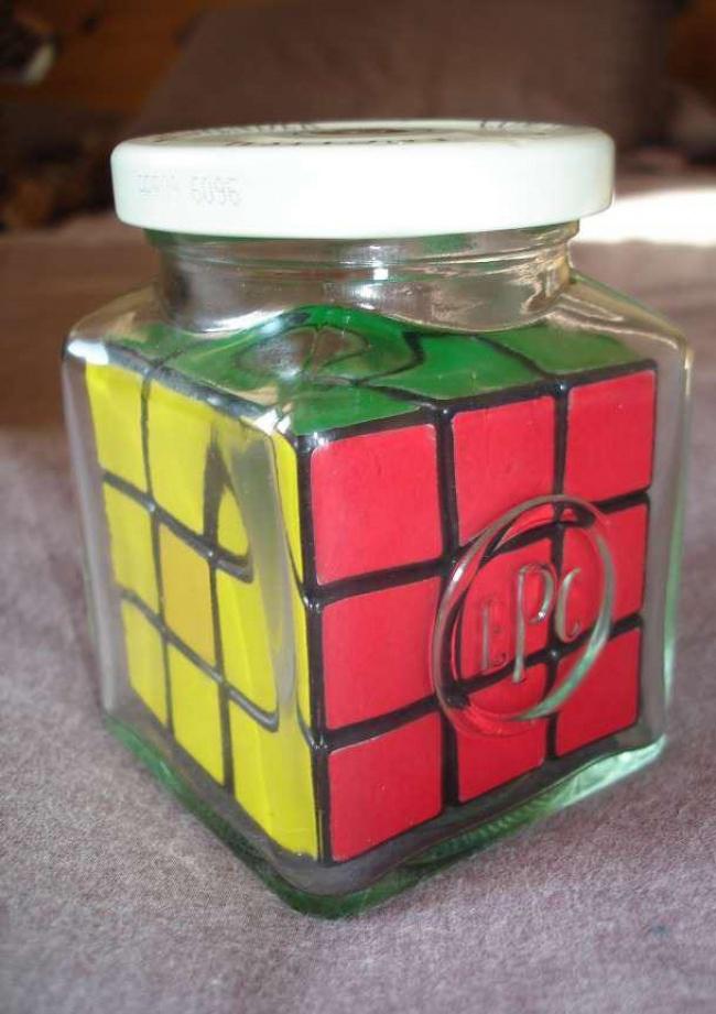 Insólito - cubo de Rubik dentro do frasco
