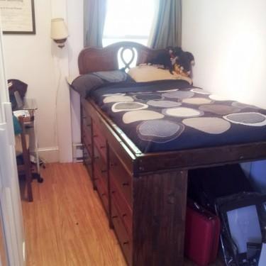 Ideias para espaços pequenos - cama com espaço para malas