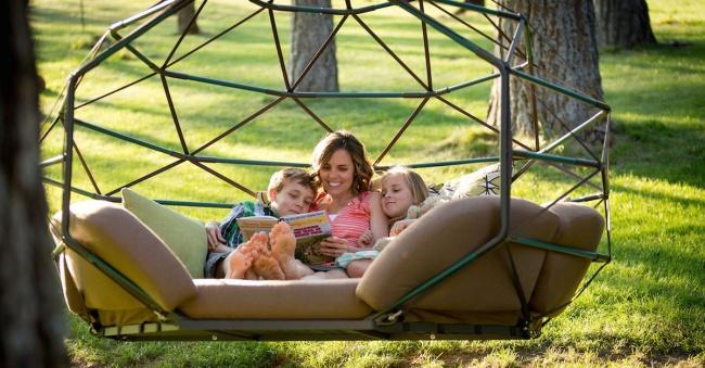Invenções para tirar o melhor partido do seu jardim - sofá suspenso