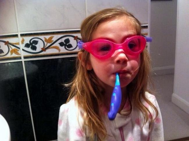 Pasta de dentes: 10 truques surpreendentes! - óculos de natação