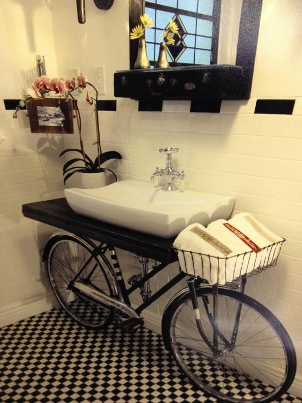 Reciclar é preciso, nunca mais deite nada fora - lavatório bicicleta