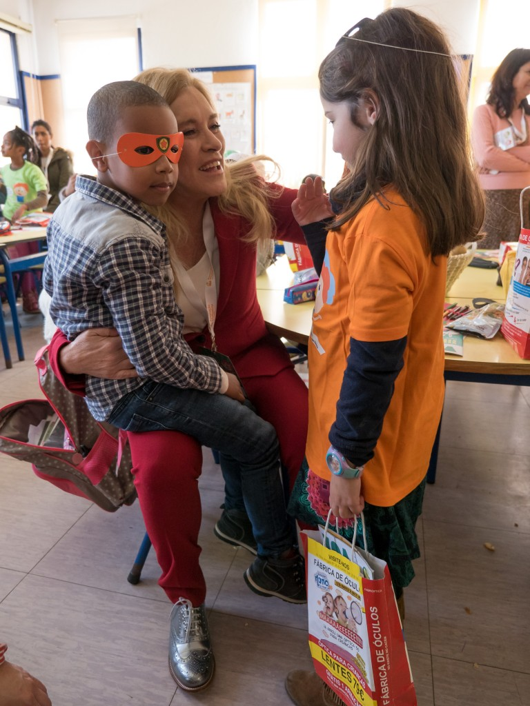 Missao Um Kilo de Ajuda reune famosos para entregar cabazes de fruta aos alunos mais carenciados do pais na EB1/JI Eduardo Luna de Carvalho em Sintra, Portugal a 2 de Marco de 2016. Foto: Agenciazero.net/APCOI