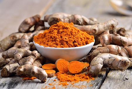Top 10 dos alimentos alcalinos - Raiz de curcuma