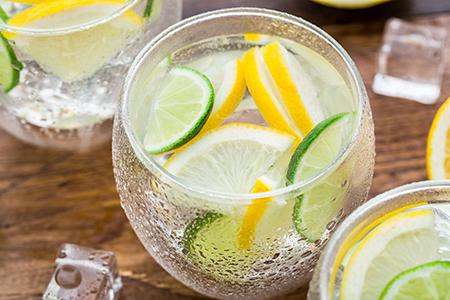 Top 10 dos alimentos alcalinos - Sumo de lima e limão