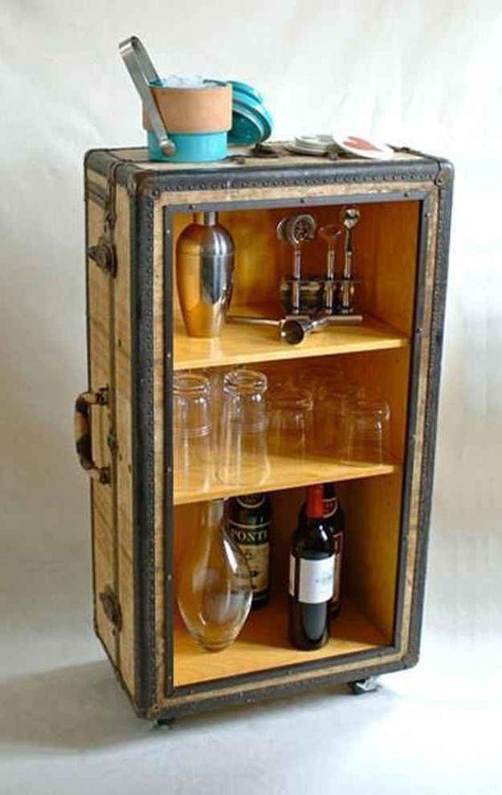 Faça você mesmo: mala velha transformada em bar original