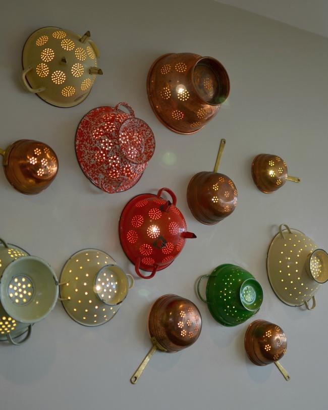 Dar vida nova a velhos utensílios de cozinha - transformar escorredores em lanternas