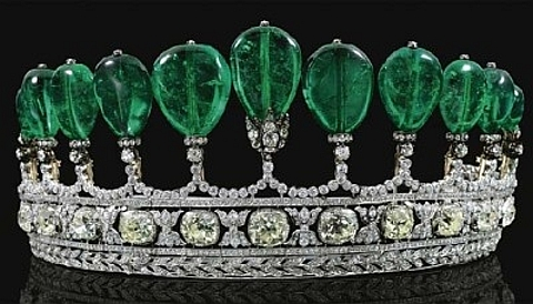 As Jóias Mais Caras do Mundo -  Tiara de diamantes e esmeraldas