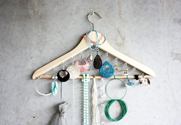 Ideias fantásticas para guardar a sua bijuteria - cabide
