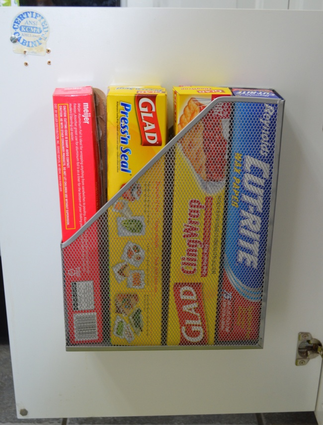 Ideias criativas para arrumações - porta revistas para guardar rolos de cozinha