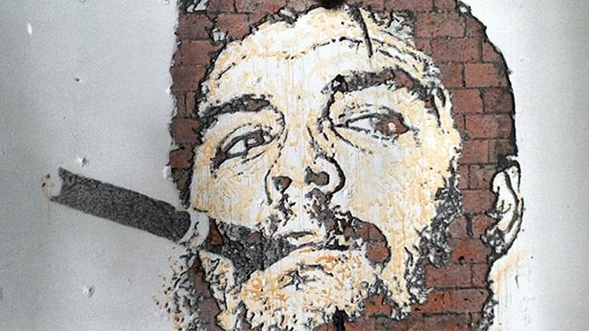 As maravilhosas obras de arte urbana de Vhils, um artista português - Che Guevara