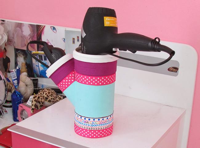 Ideias para dar uma vida nova à sua casa de banho - tubo de PVC para guardar o secador