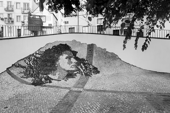 As maravilhosas obras de arte urbana de Vhils, um artista português - monumento a Amália Rodrigues