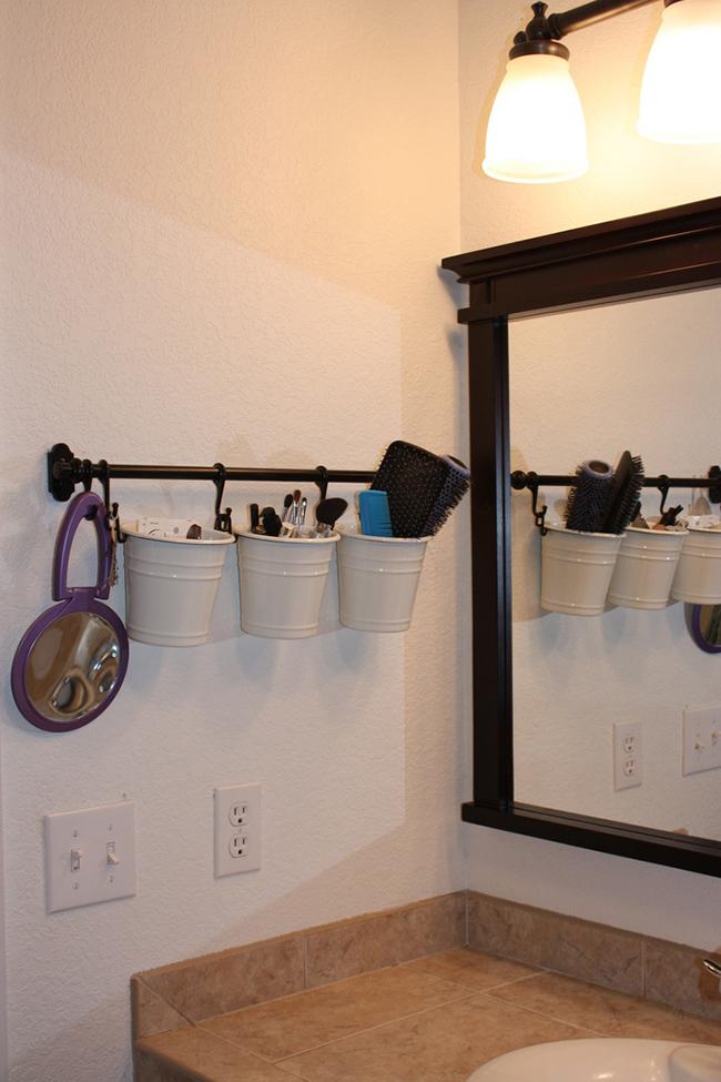 Ideias para dar uma vida nova à sua casa de banho - baldes para objectos
