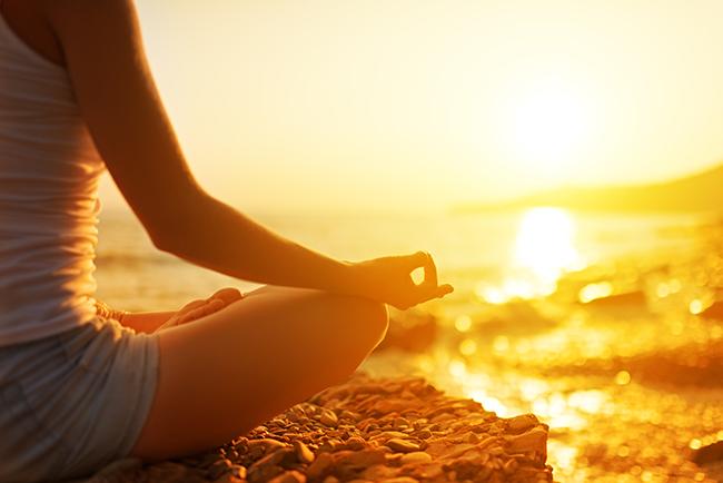 Dicas para se libertar de pensamentos tóxicos - Reserva uns minutos do dia para praticares meditação