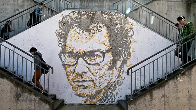 As maravilhosas obras de arte urbana de Vhils, um artista português - Zeca Afonso