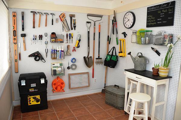 11 sugestões perfeitas de arrumação - placas perfuradas na garagem