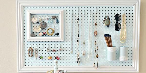 11 sugestões perfeitas de arrumação - placa perfurada para guardar bijutaria e jóias