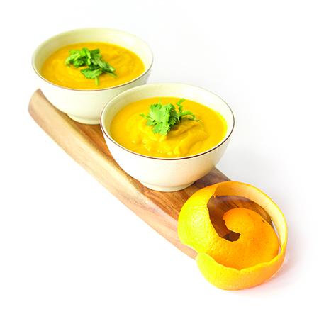 Aprenda a fazer 2 sopas detox com Lillian Barros - Sopa de cenoura, laranja e coentros