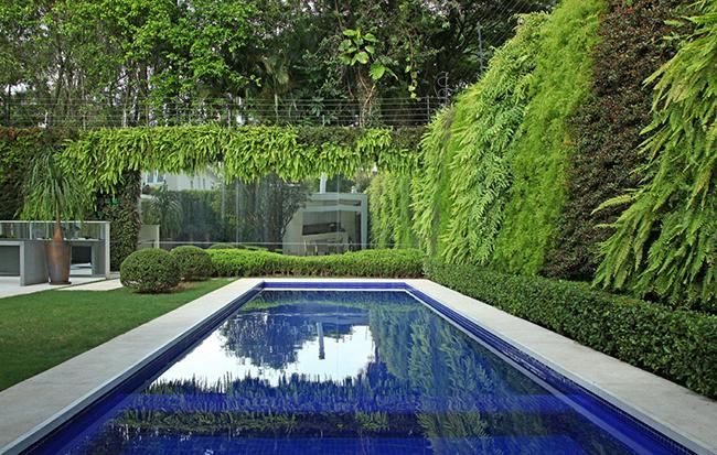 Jardins verticais dignos dos céus - Residência Particular Jardim Europa, São Paulo, Brasil