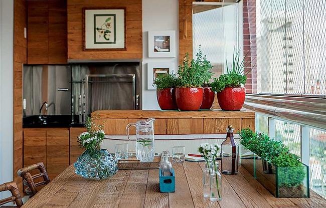 decoração com um arranjo de vasos de ervas aromáticas