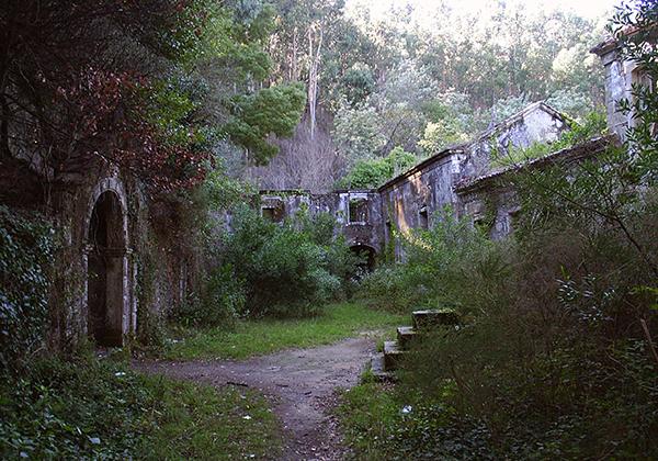 Convento de São Francisco do Monte, Monte de Santa Luzia, Viana do Castelo - - 10 Locais abandonados
