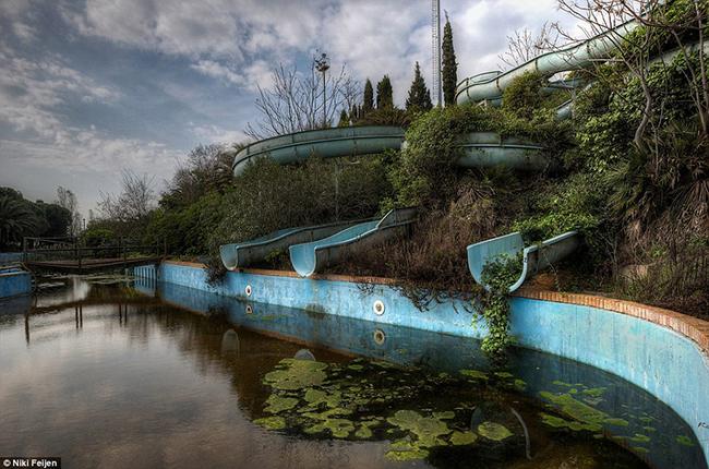 Quando a natureza reclama o seu lugar - parque aquático abandonado
