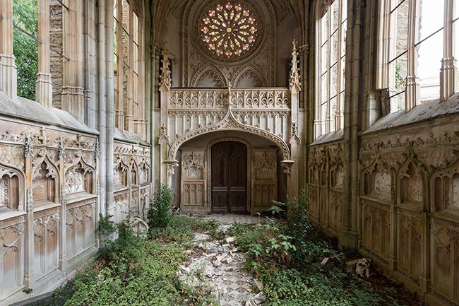 Quando a natureza reclama o seu lugar - igreja abandonada