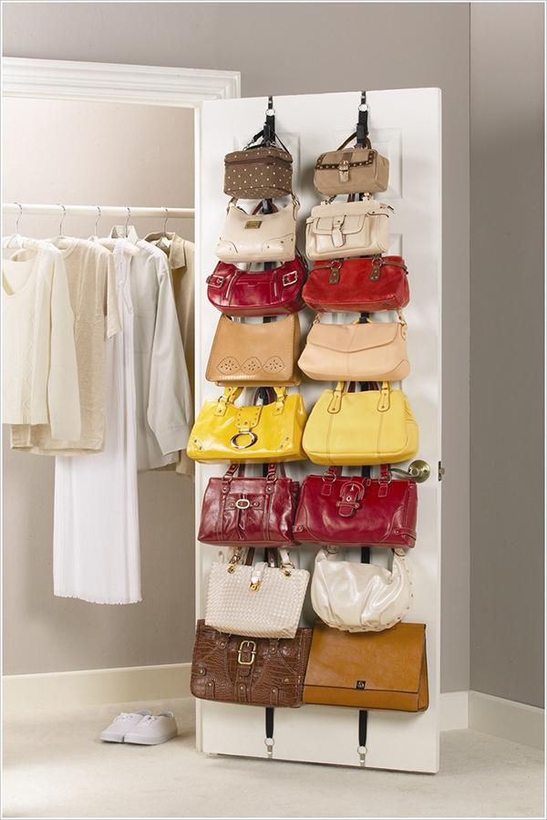ideias de arrumação - pendura as malas numa porta