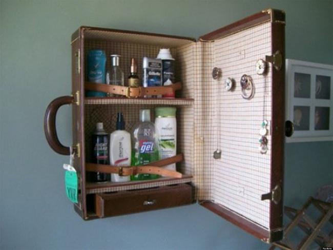 Reciclar e decorar - uma mala antiga na casa de banho