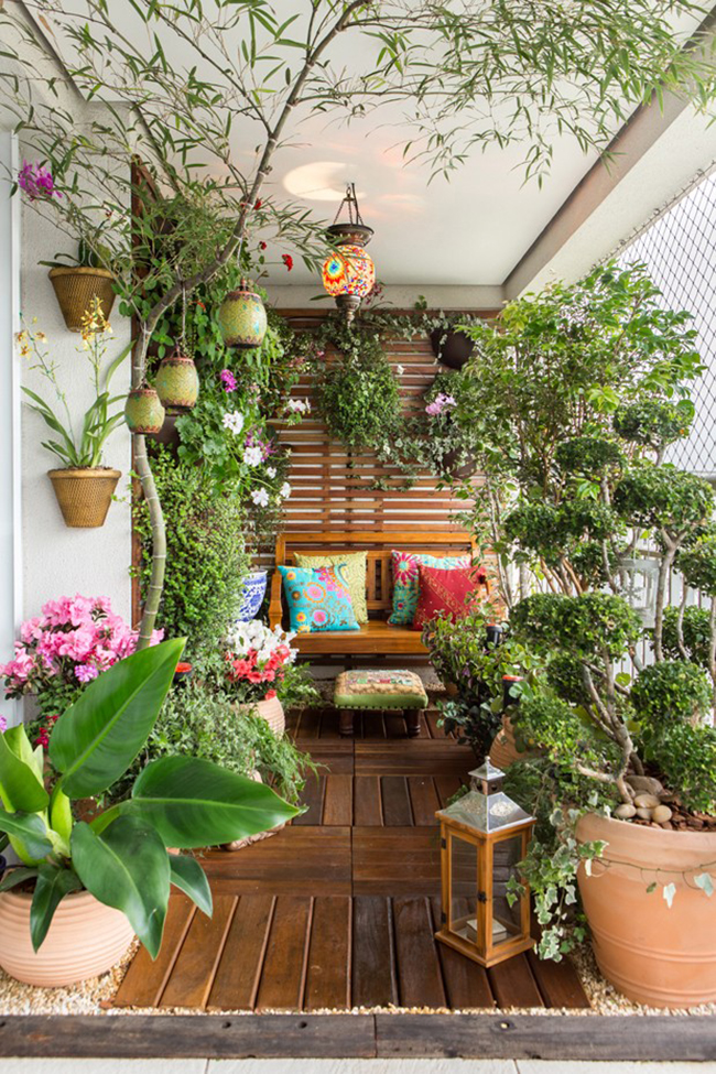 um jardim na varanda