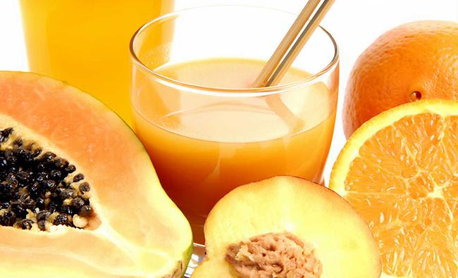 Saiba que cuidados deverá ter com a pele nos dias quentes - ingira alimentos com betacarotenos