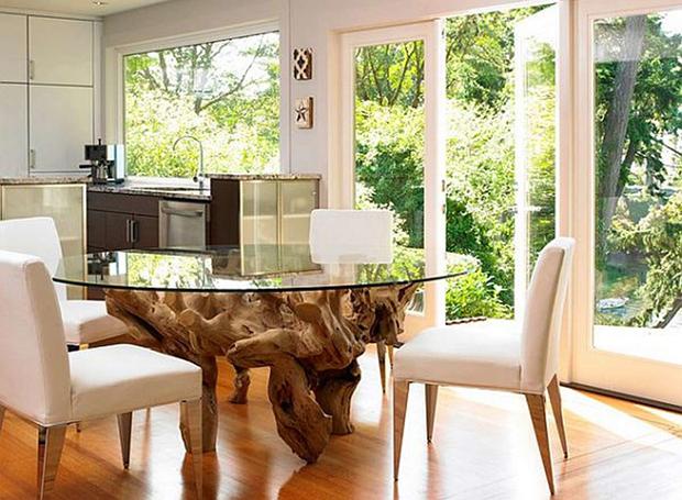 Mesa de jantar de tronco de árvore e tampo de vidro
