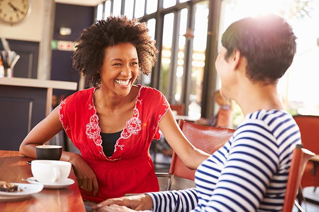 Socializar é estimular o cérebro - Exercitar o cérebro - 10 segredos para manter o cérebro jovem e activo