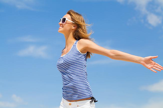 Apanhar sol ajuda a perder gordura abdominal