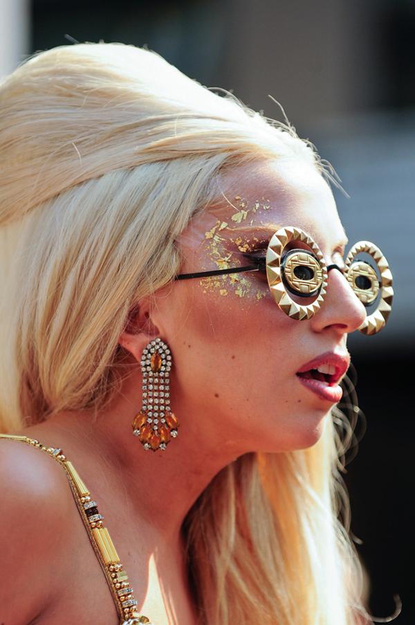 Óculos de sol super extravagantes - Lady Gaga
