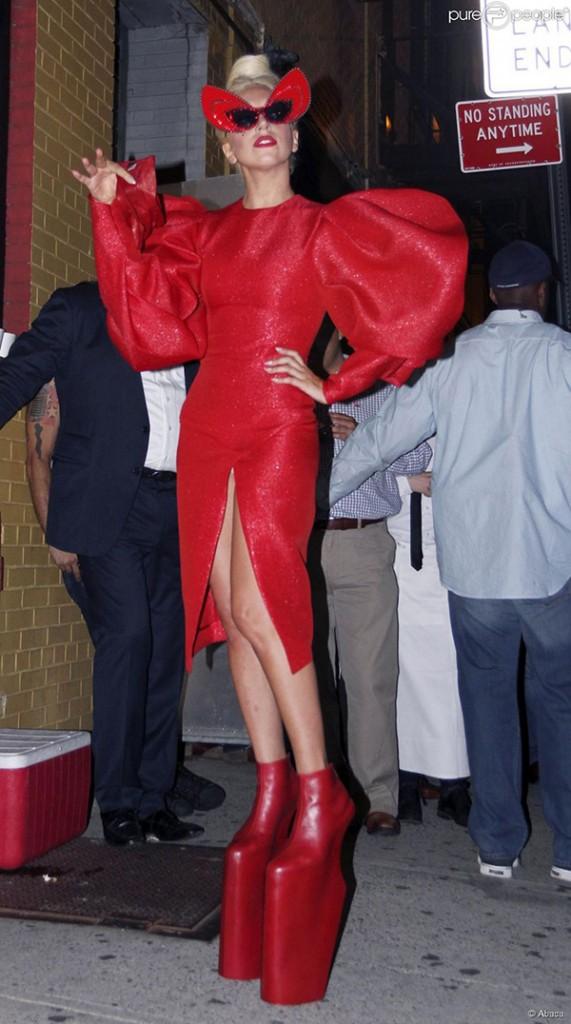 Os 10 sapatos mais bizarros de sempre - Lady Gaga