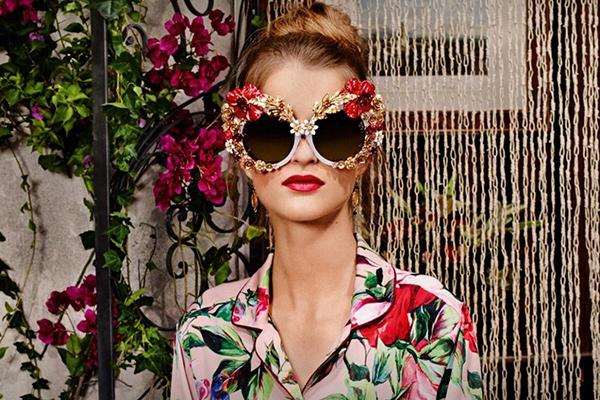 Óculos de sol super extravagantes - floridos