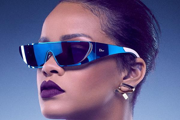 Óculos de sol super extravagantes - futuristas