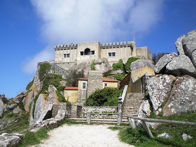 Lugares Santos em Portugal: Capela de Nossa Senhora da Peninha, Colares, Sintra