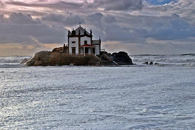 Lugares Santos em Portugal: Capela do Senhor da Pedra, Gulpilhares, Vila Nova de Gaia
