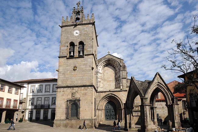 Lugares Santos em Portugal: Colegiada de Santa Maria de Guimarães, Guimarães