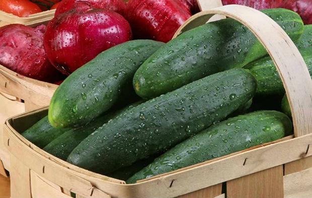 Conservar legumes e vegetais, pepino e cebolas